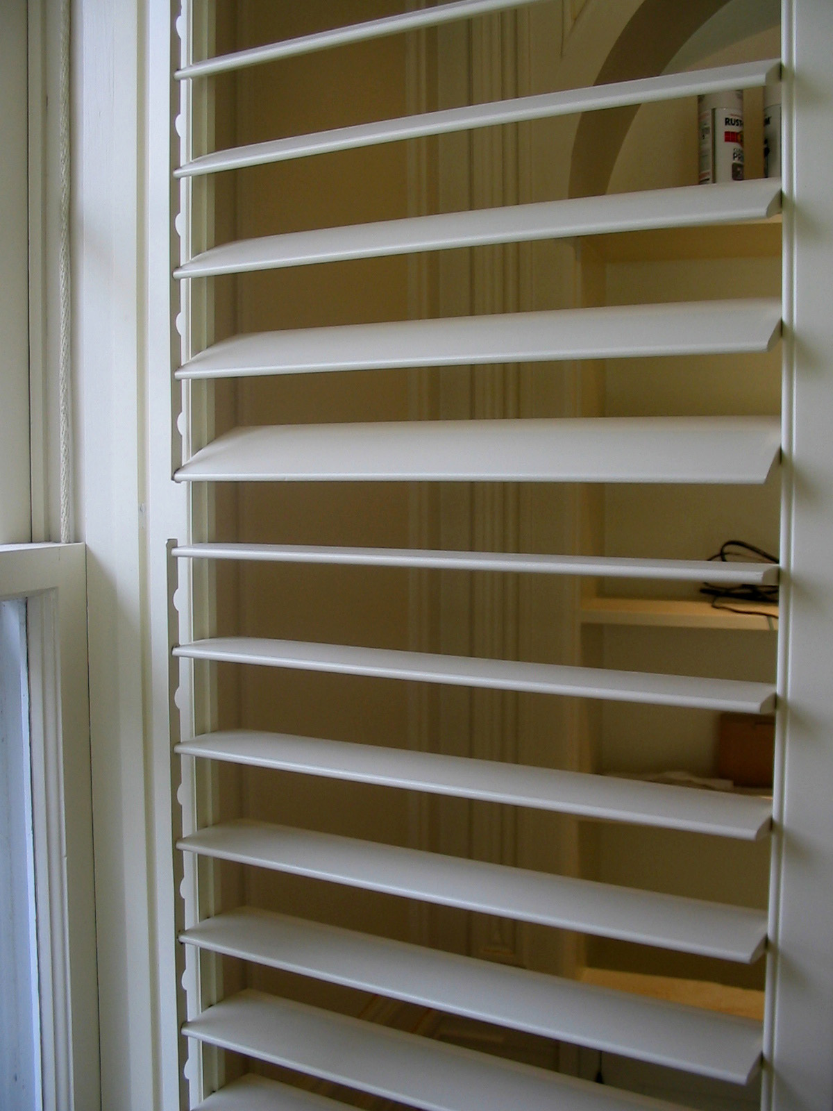 Invisible Support for Custom Indoor Shutters